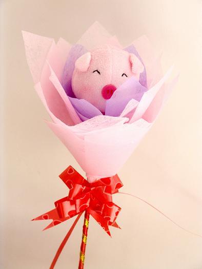 用卡通猪制作的玫瑰花