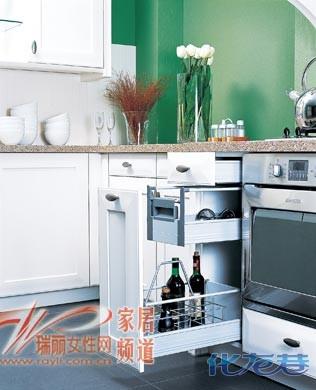 灶台下也可储物!12种方法巧妙进行厨房收纳