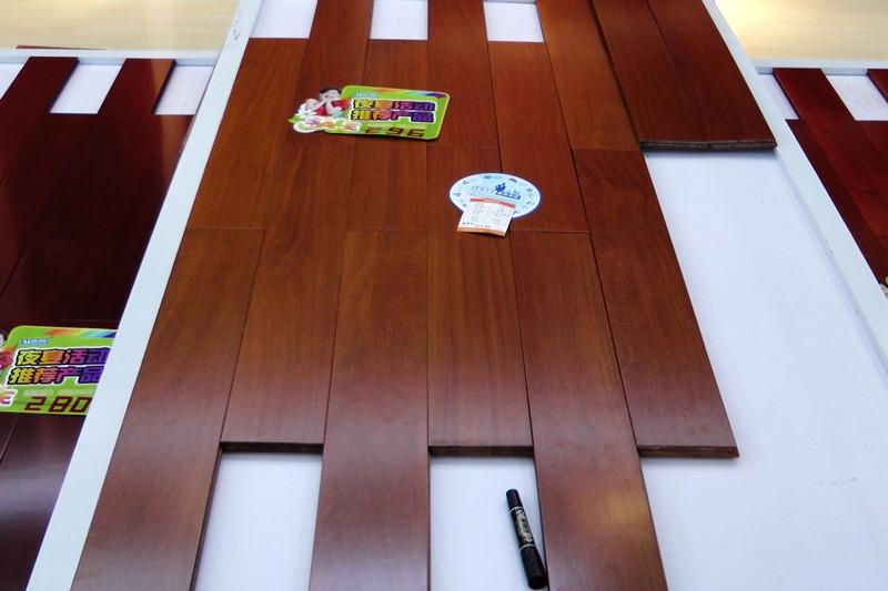 图二为我们看中的二翅豆地板的出样.