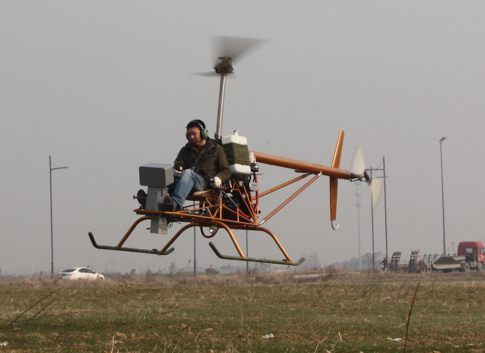 飞自制直升飞机