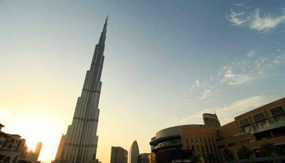 登上世界最高的建筑物迪拜塔